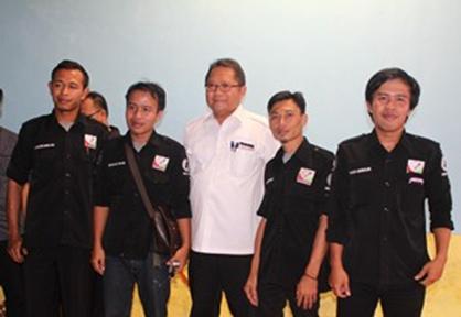 Foto Bareng Menkominfo dengan Kampung Media
